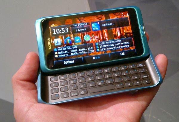Nokia E7 with homescreen
