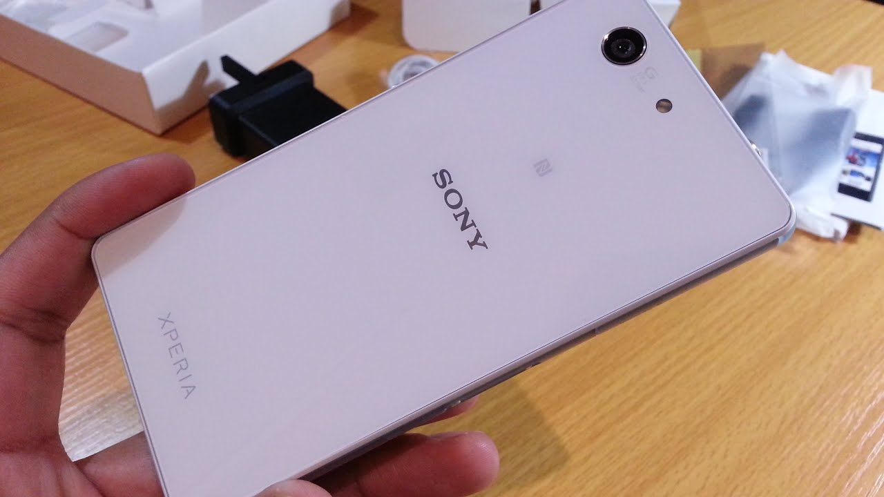 Sony-Xperia-Z3-compact-unboxing-1